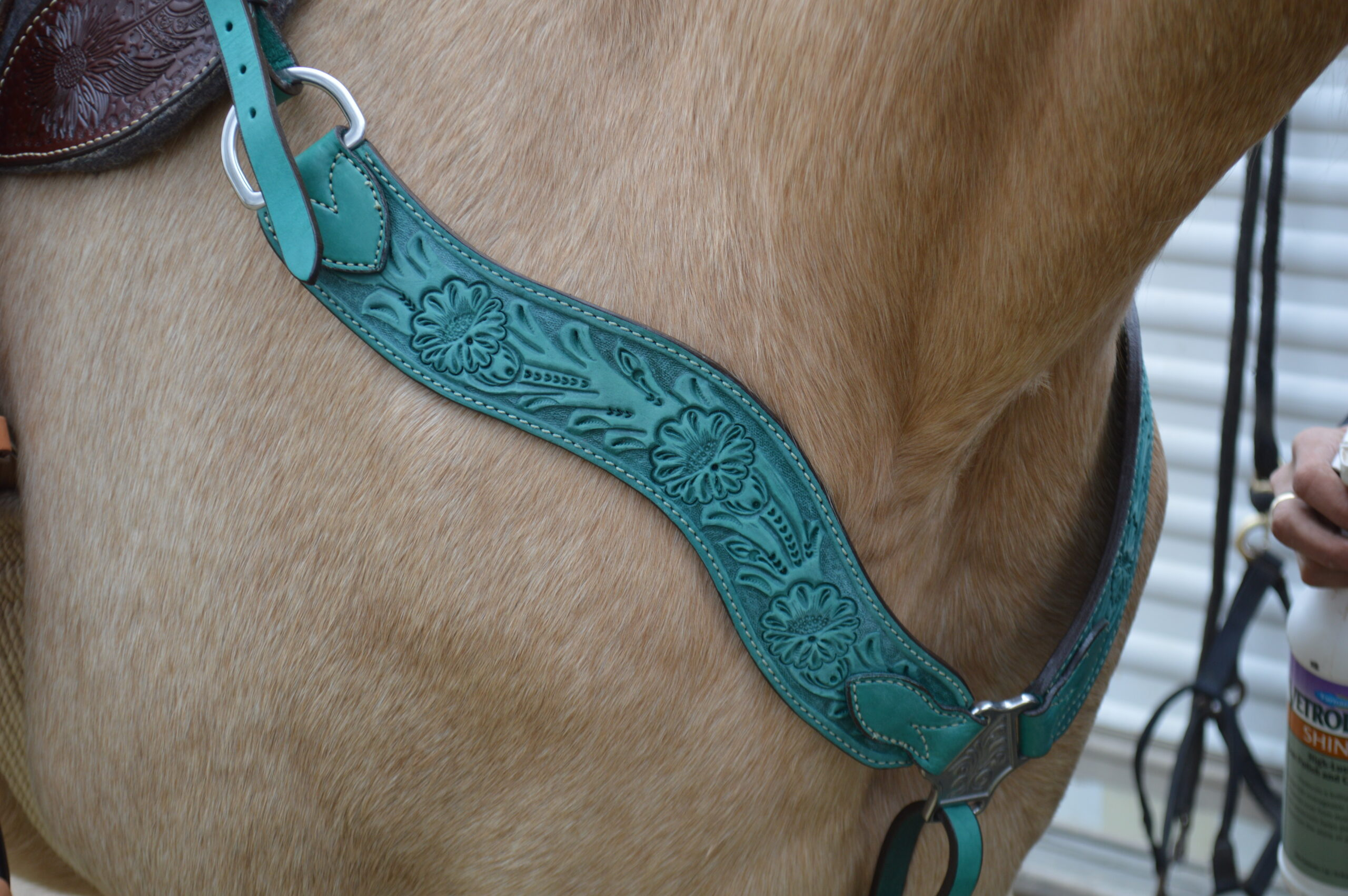 3017-QS 2-1/2in wave breast collar; Turquoise Leather w/ Floral Tooling