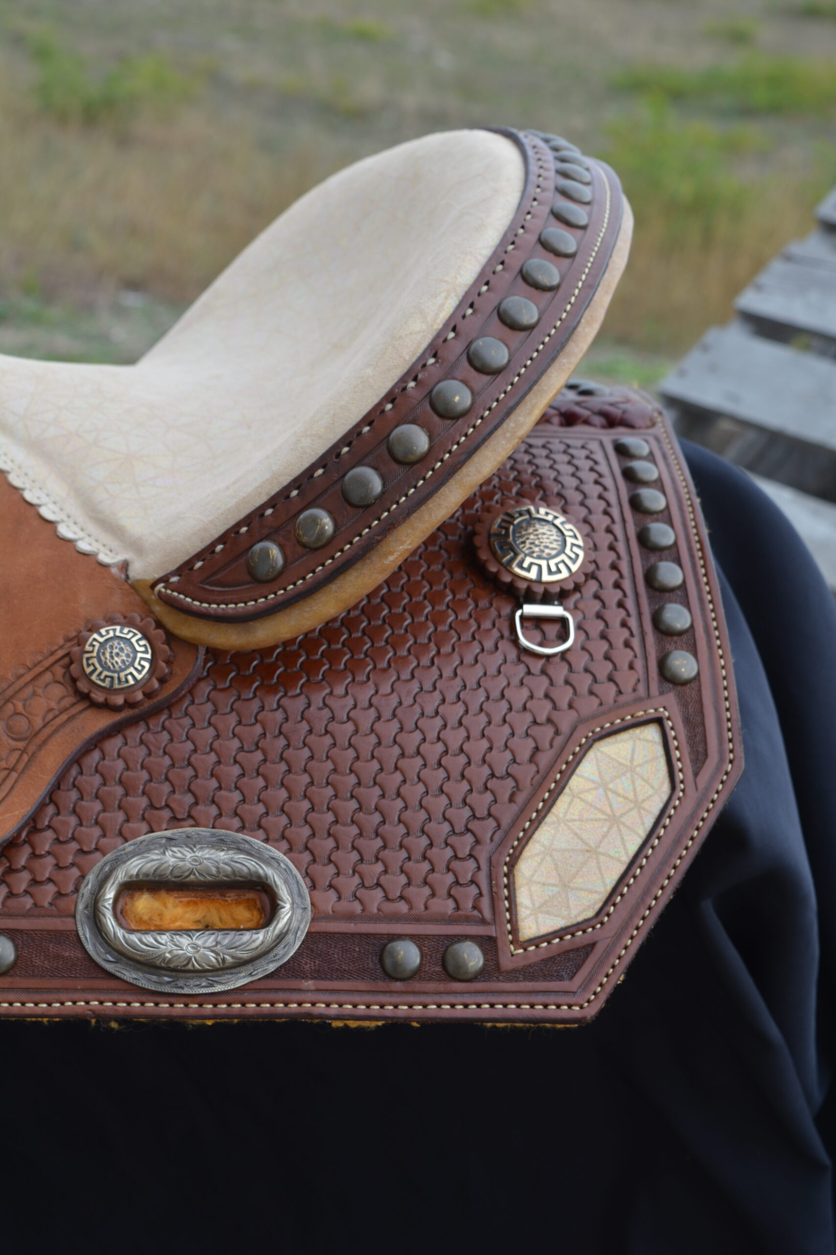 <p><b>PRE-ORDER ONLY</b></p> Sand suede seat toast leather barrel saddle