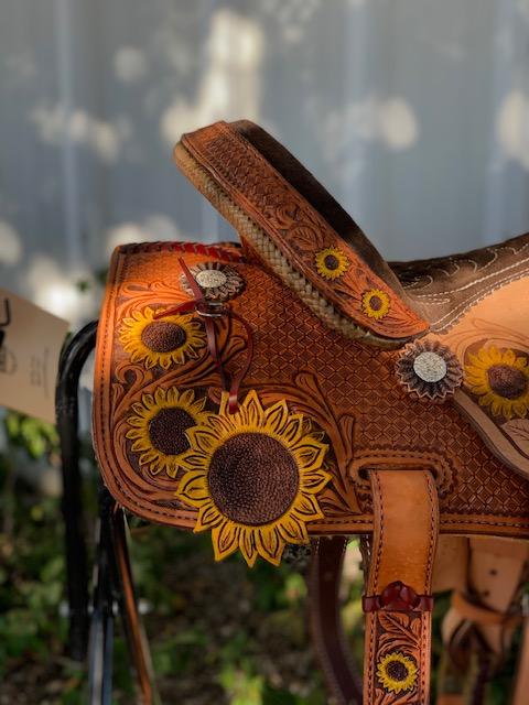 <p><b>PRE-ORDER ONLY</b></p> Sunflower barrel saddle