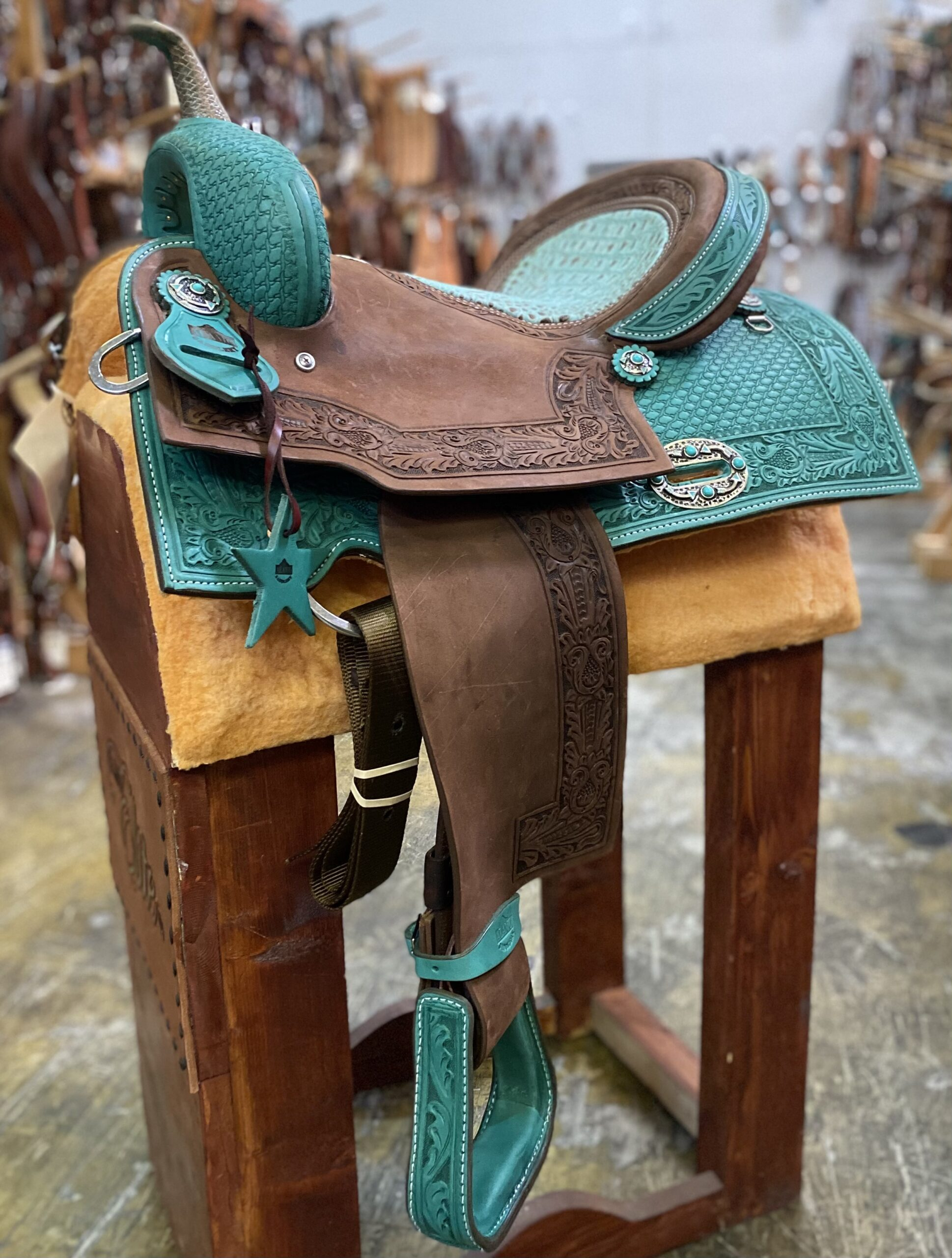 <p><b>PRE-ORDER ONLY</b></p> 0718 Turquoise leather Gator seat Barrel/Pleasure Saddle