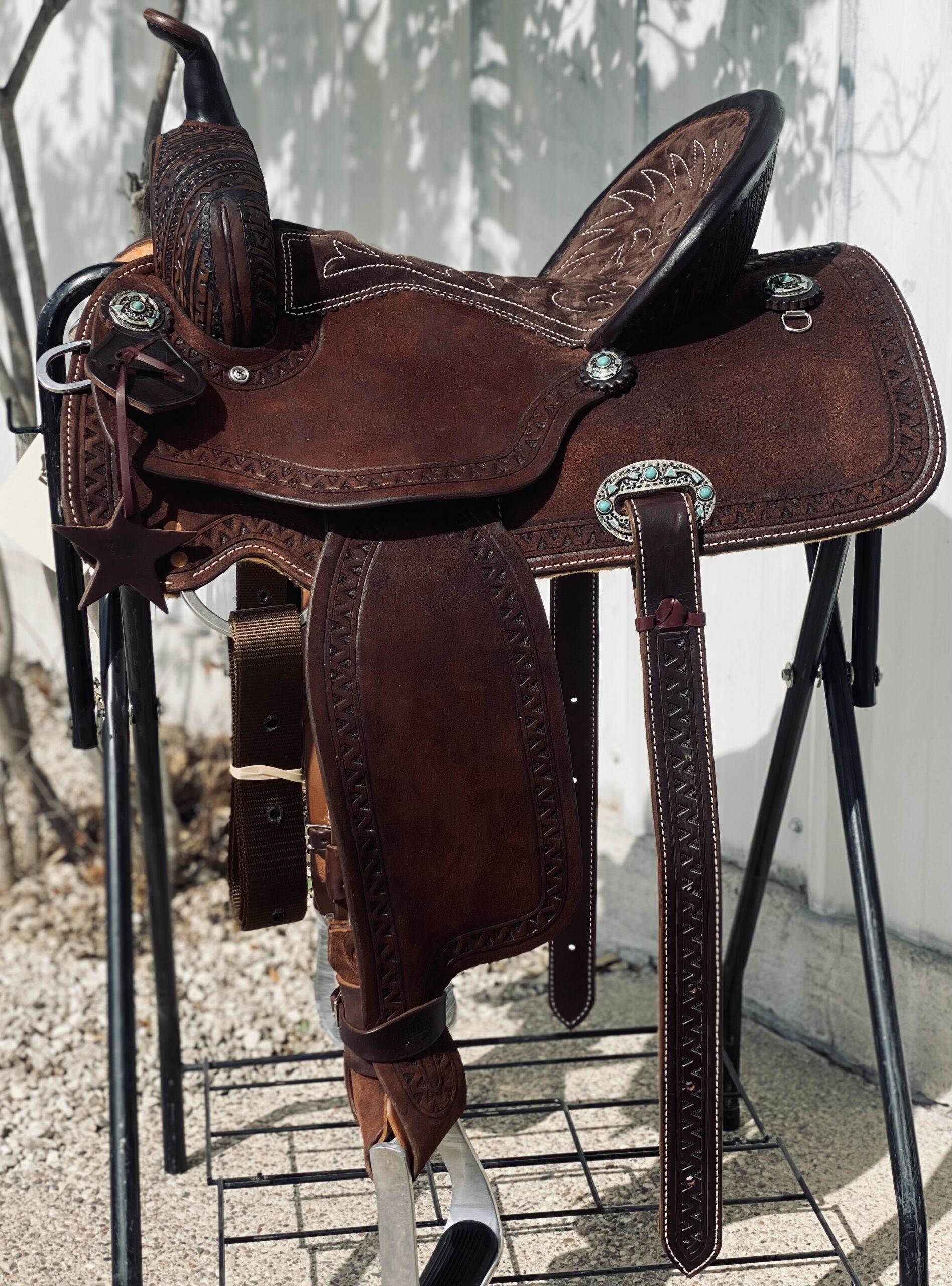 <b>15in</b> <p>Geo-Aztec barrel saddle</p>