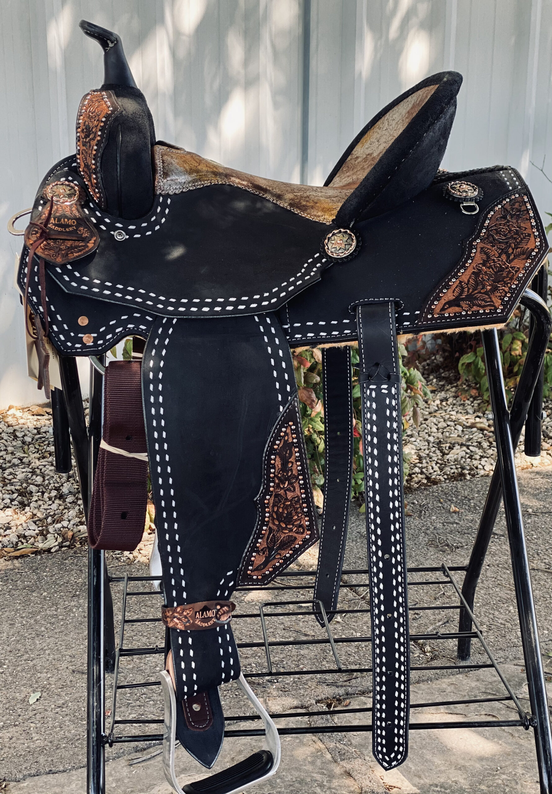 <b>15in</b><p>Black Beauty barrel saddle </B></p>