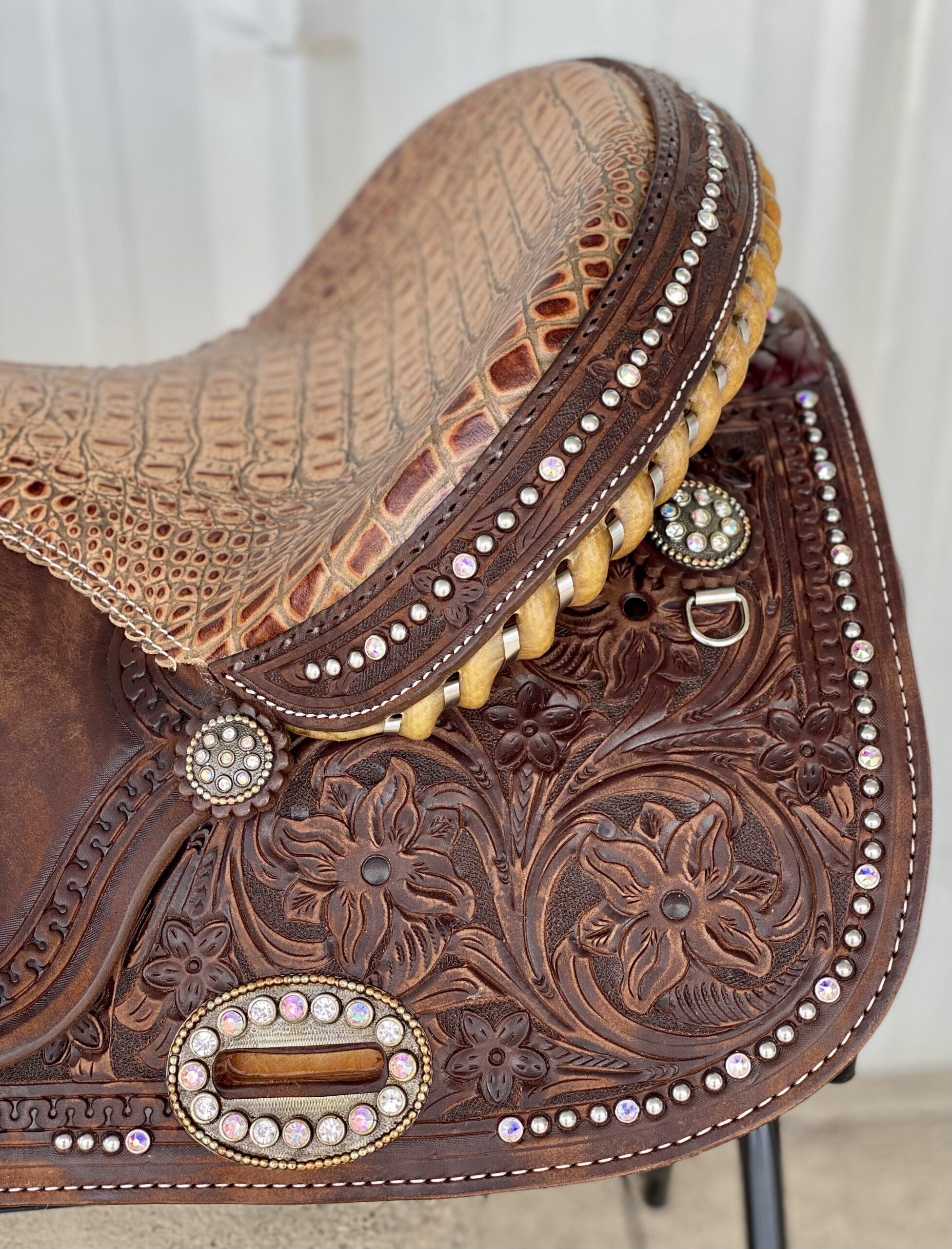 <b>14.5in</b><p>Vintage Glam barrel saddle </B></p>