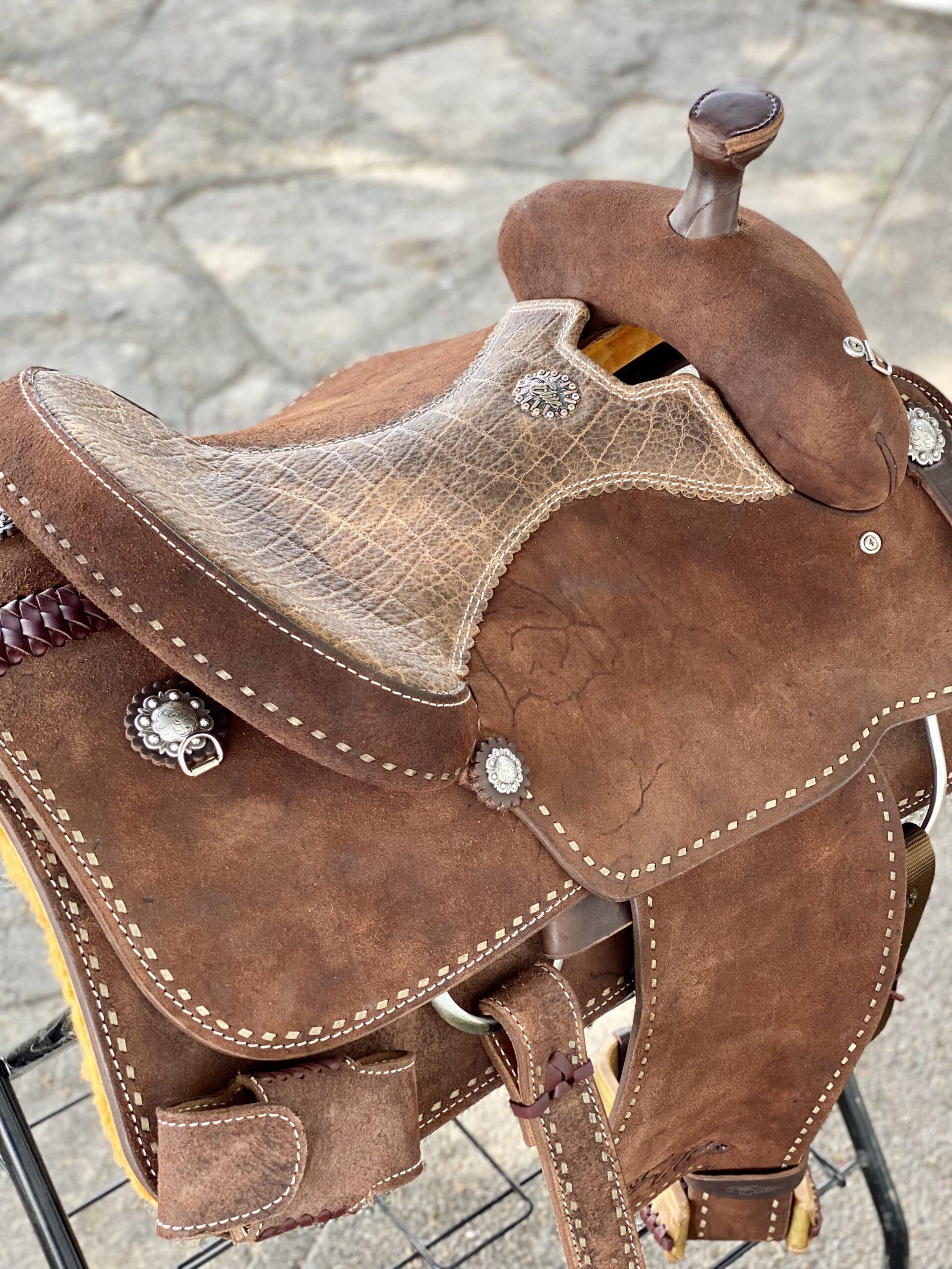 <b>15.5in</b><p>Mike Johnson roper saddle</p>
