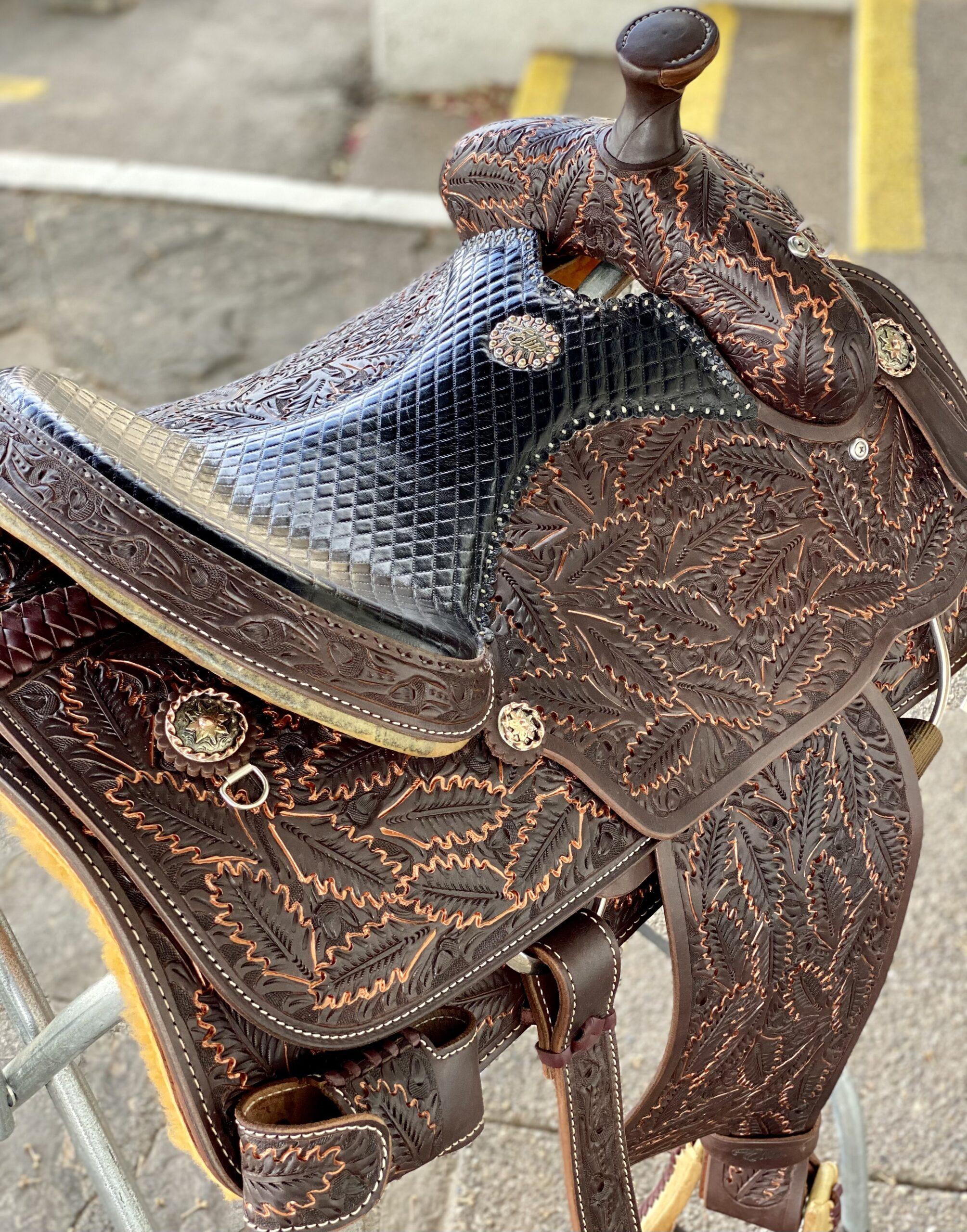 <b>15in</b><p>MJ001 Mike Johnson fully tooled roper saddle </P>