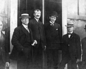 Fleishhacker Box Company staff, late 1880s. Herbert at far left, Mortimer fourth from the left, with bowler hat.From the author's collection.