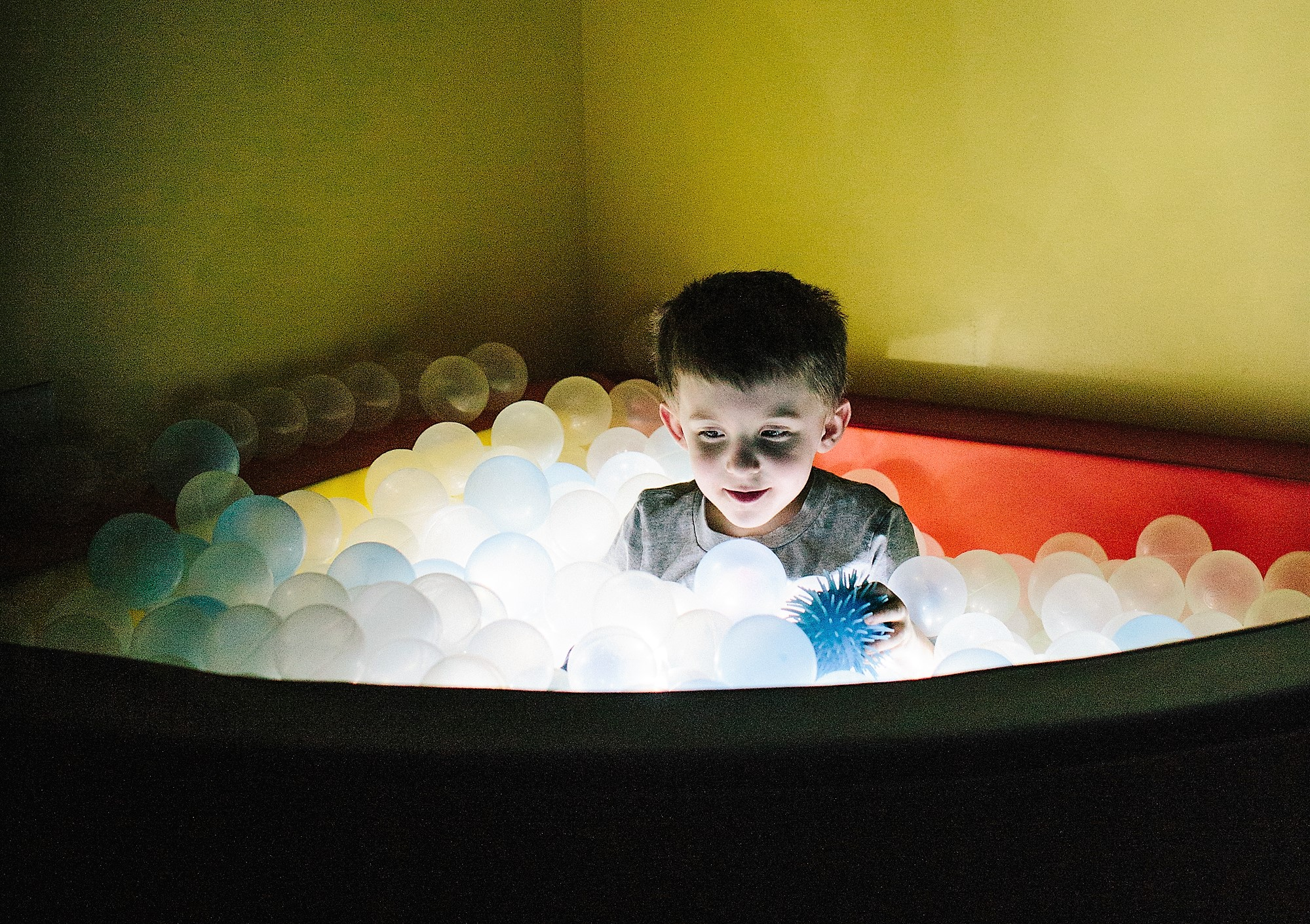 Tri-county Therapy Glowing Ball Pit