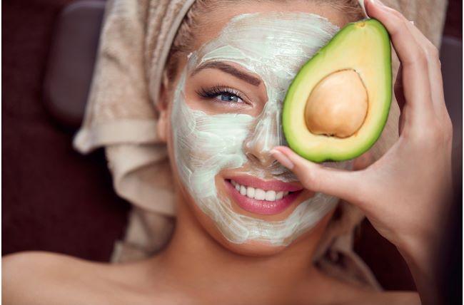 mascarilla para la piel hecha de aguacate