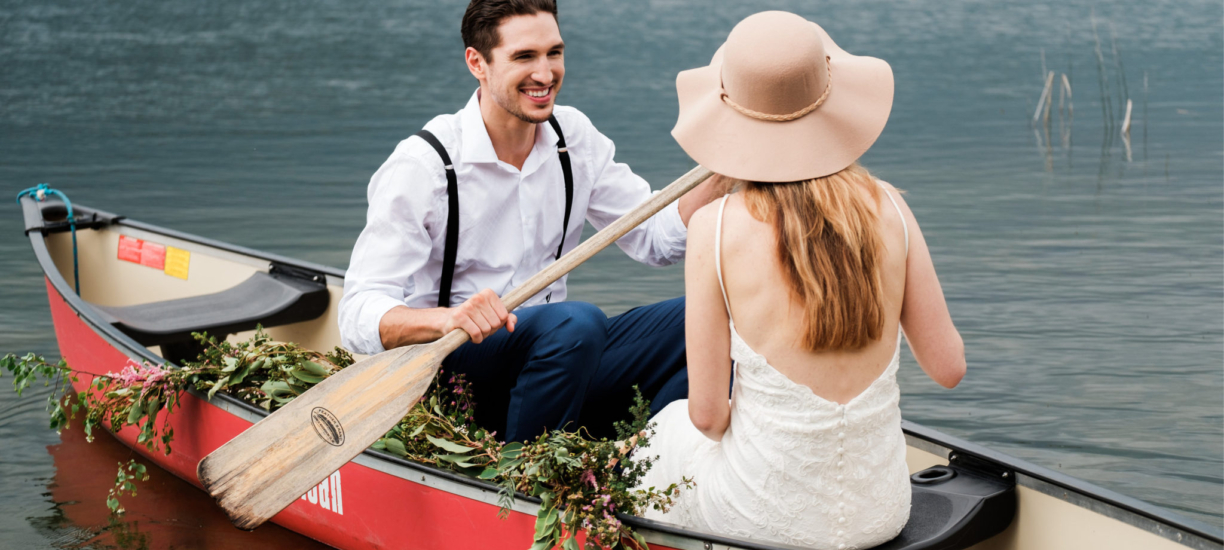 wedding couple in boat1