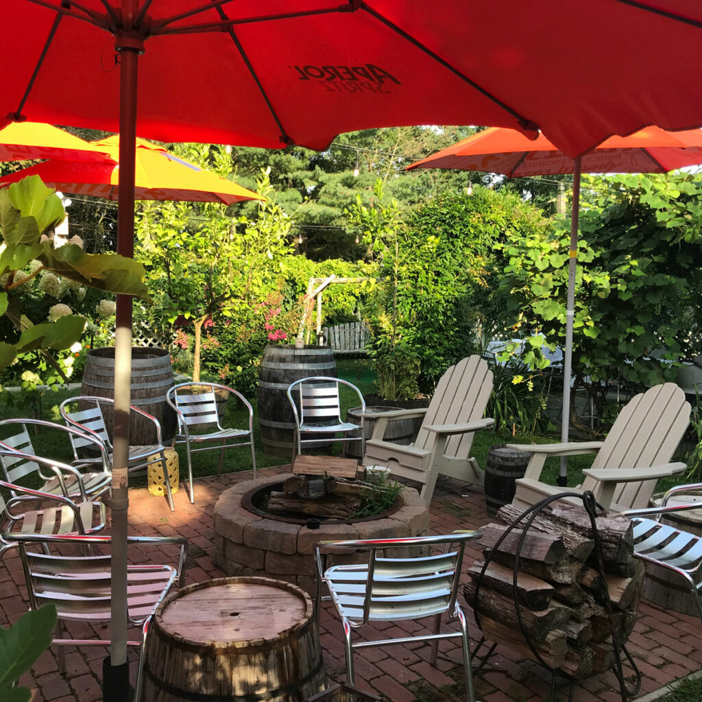 Outdoor lounge firepit at iL Giardino