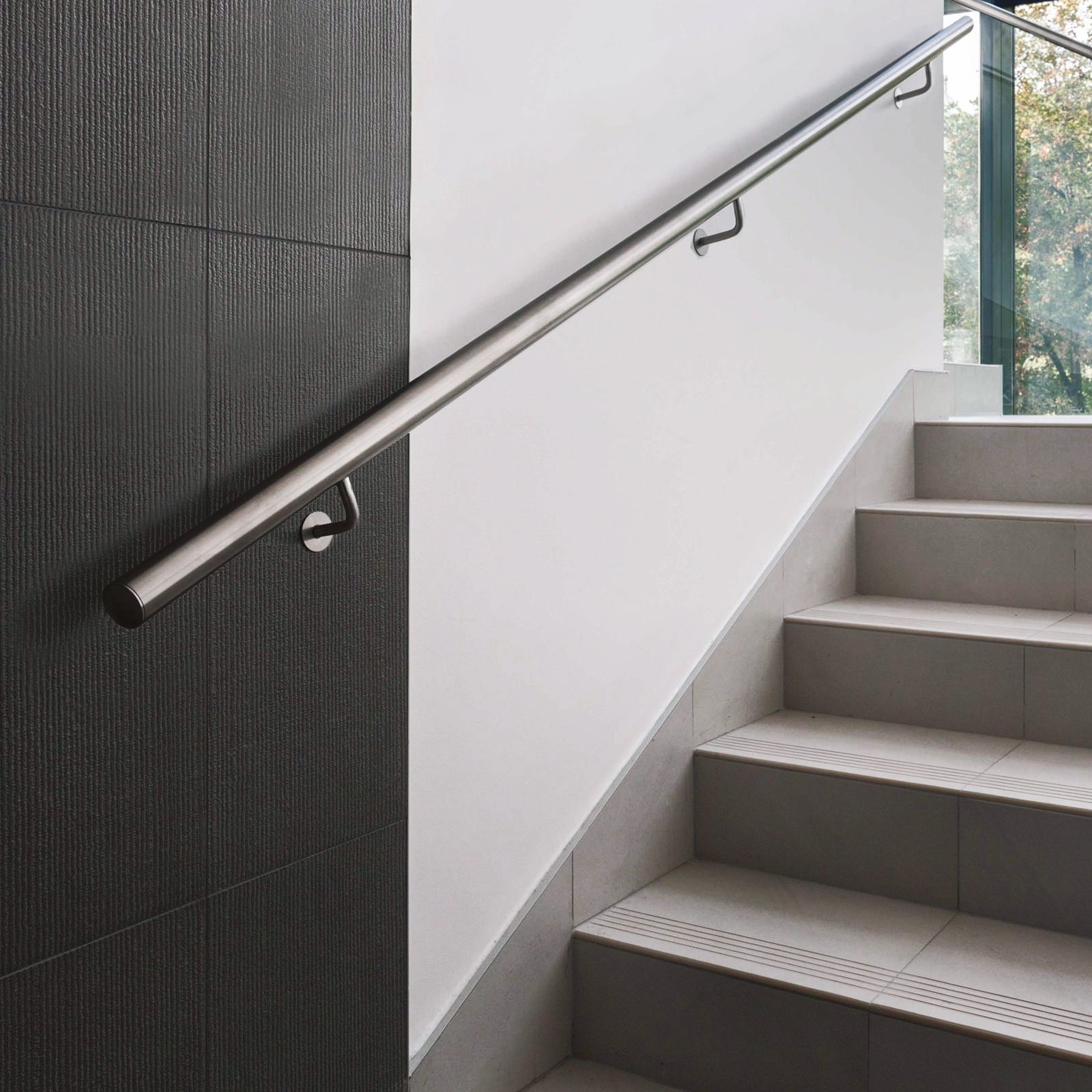 Stainless steel railing or guardrail