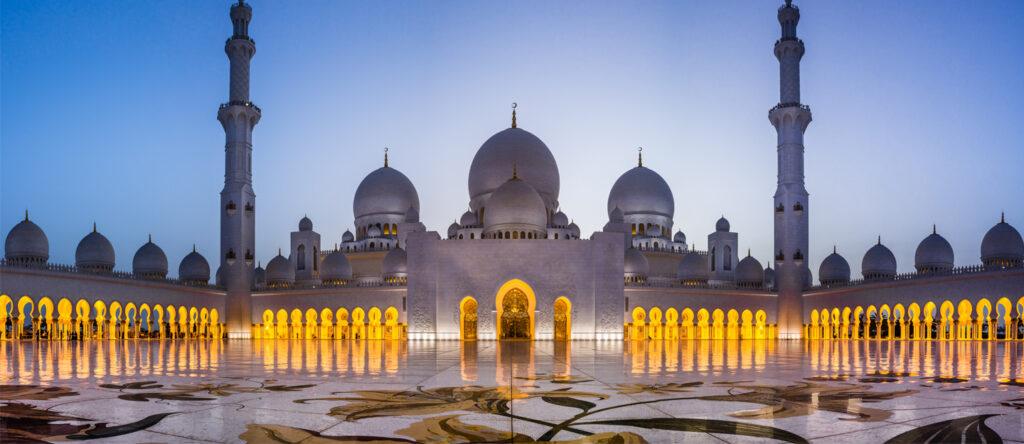 दुबई की प्रसिद्ध ग्रैंड मस्जिद