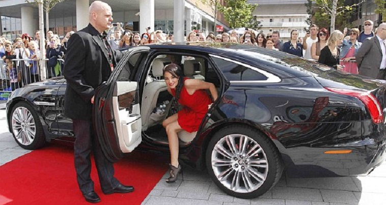 Tulisa from N-Dubz is seen here getting out of the back of a Jaguar XJL