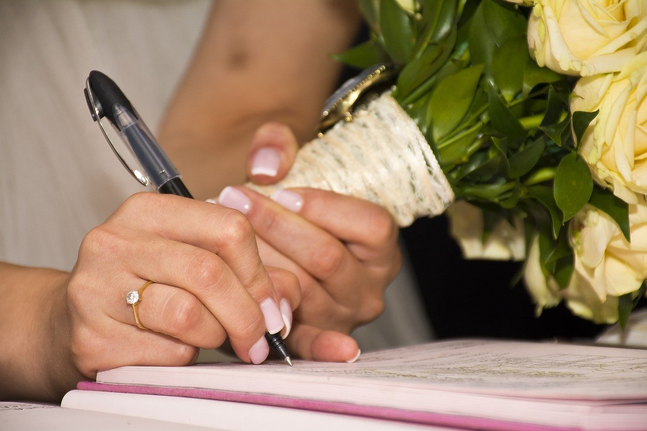 Wedding rings and signing