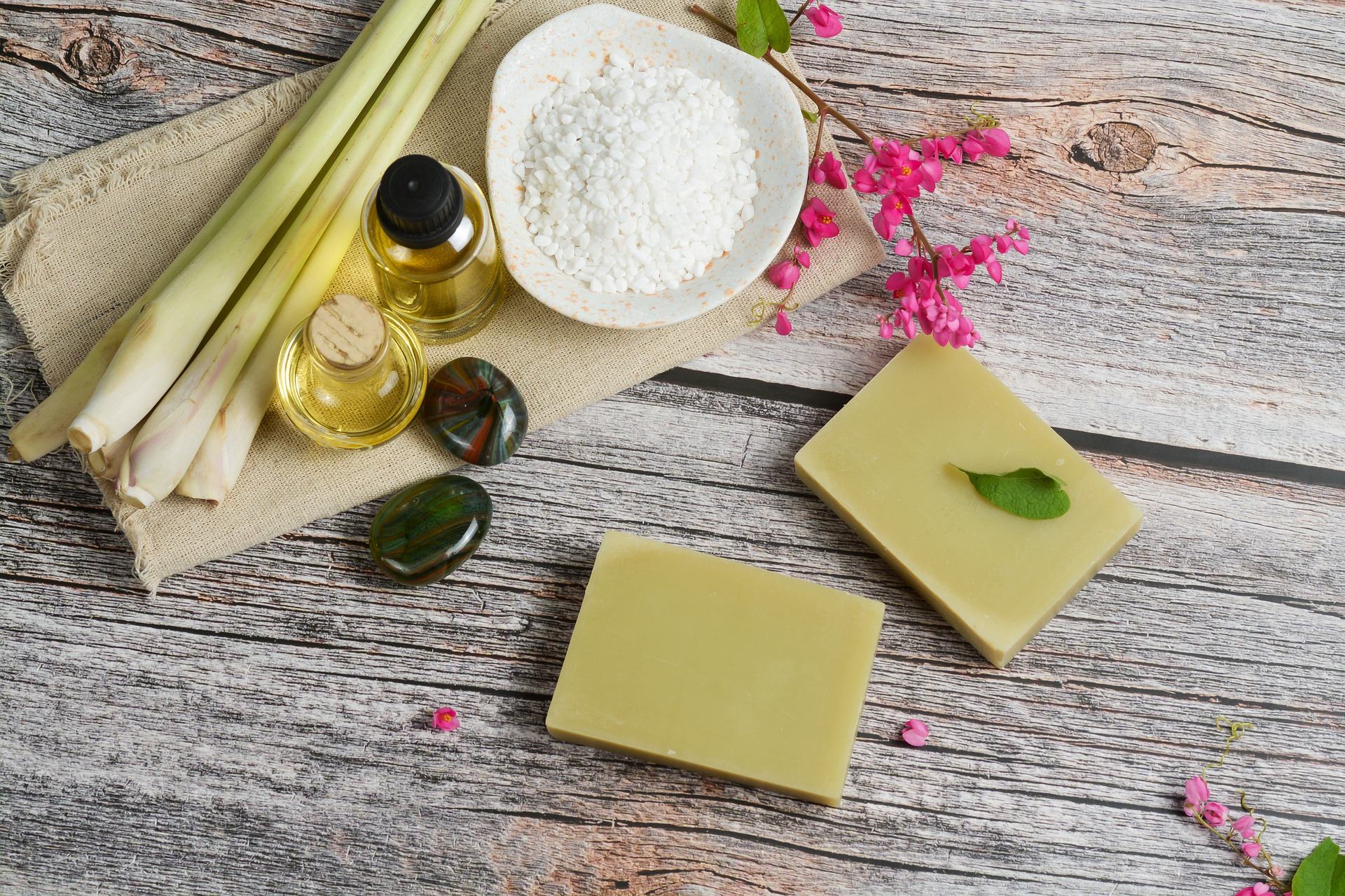 The Ultimate Guide – Lemongrass Essential Oil Uses