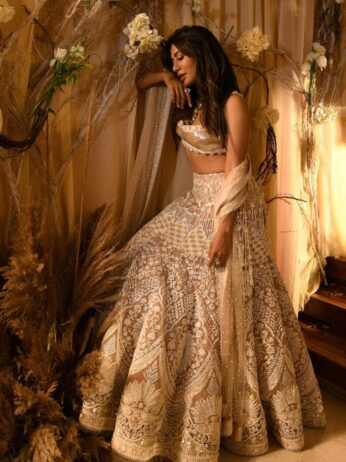 Actor Chitrangda Singh as the Showstopper for Designer Reynu Taandon at FDCI ICW 2021 (2) (1)
