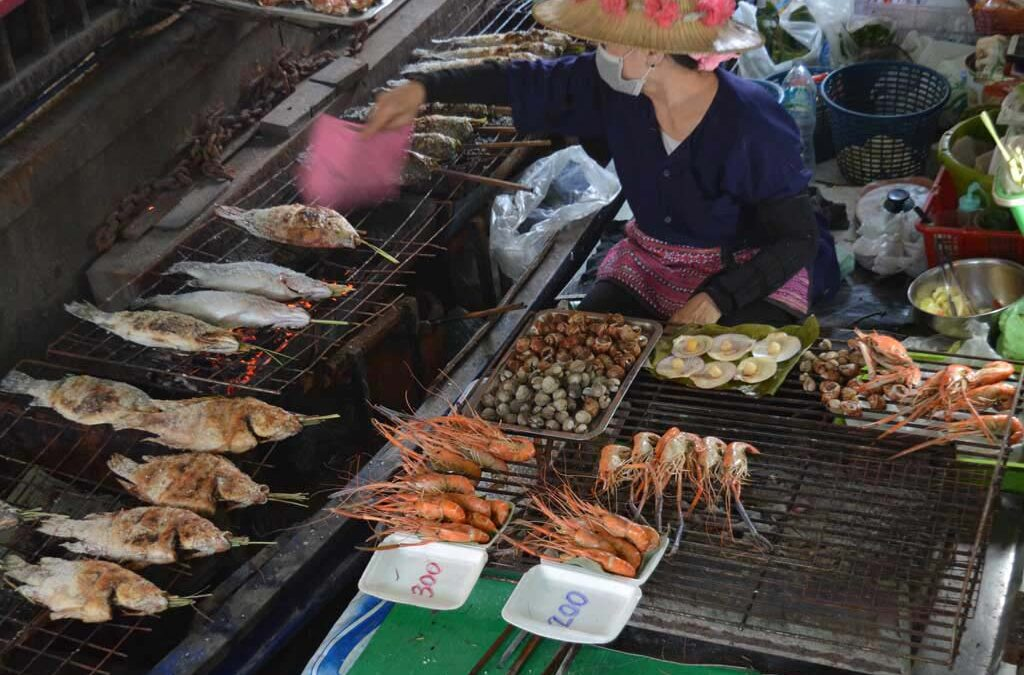 A day trip to Taling Chan Floating Market