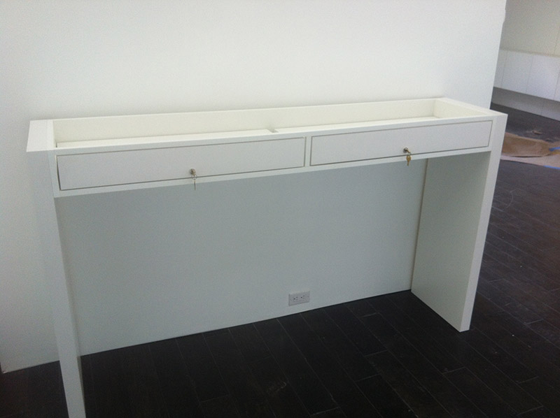 Standalone pedestal display with lockable drawers