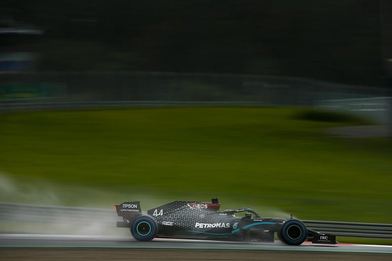 F1 na Estíria: Num quali com chuva Hamilton leva a pole