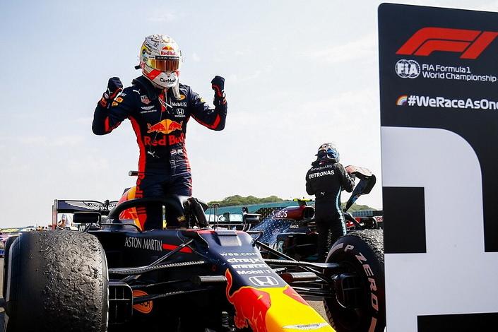 F1 70 Anos: Verstappen vence derrotando as Mercedes