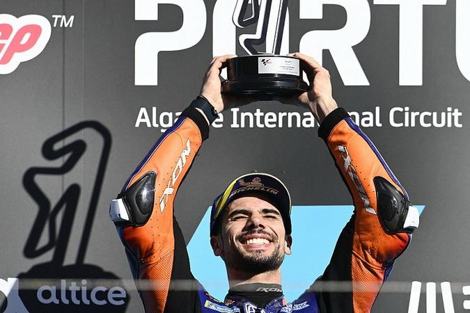 MotoGP: Oliveira vence de ponta a ponta no Algarve