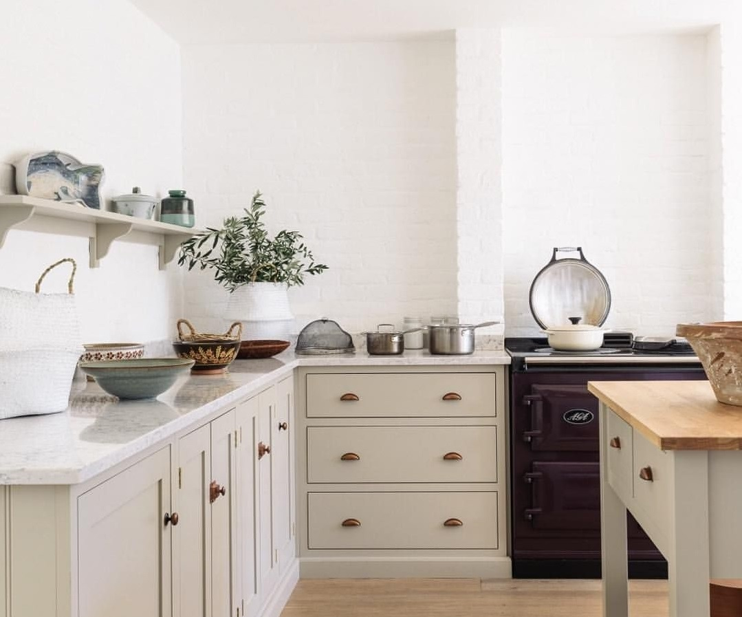 picture of white kitchen