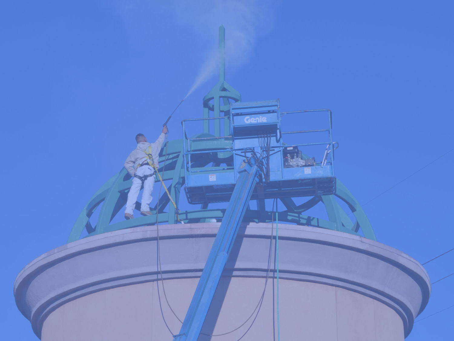 man using a pressure washer to spray off the top of a commercial building in Santa Clarita, CA