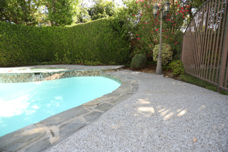 picture of a pool deck that was coated with polyurea