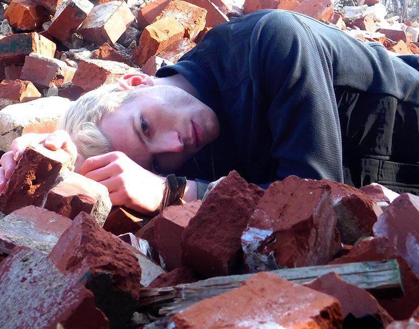 Dylan Thompson on the bricks!