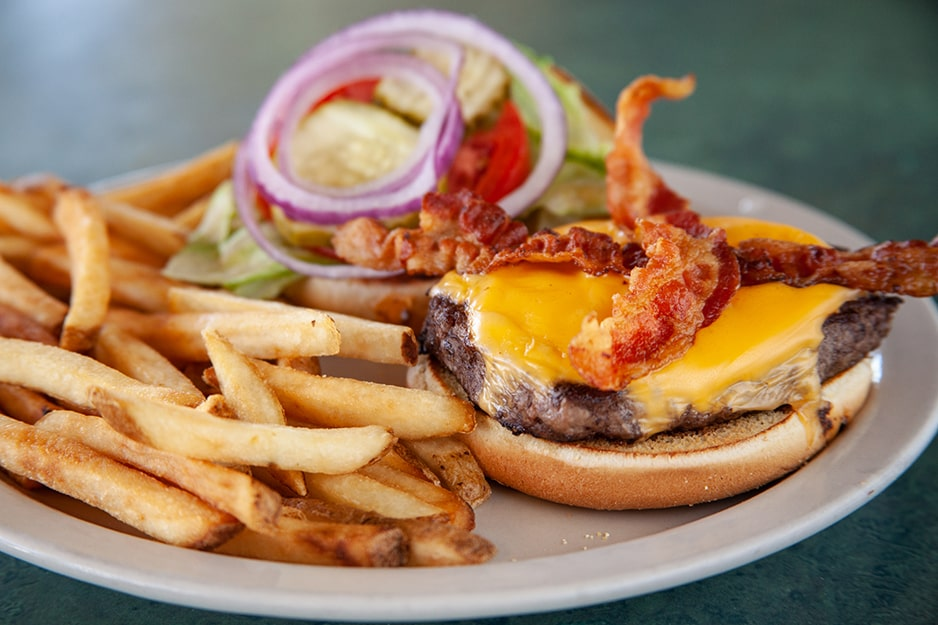 Cheeseburger at Captain's Galley