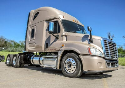 gold-freightliner-cascadia-used-trucks-nashville-for-sale-5