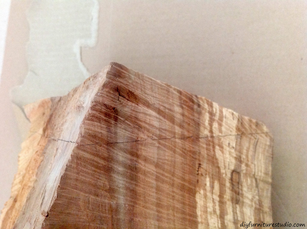 DIY natural wood table lamp. Drawing level cut lines.