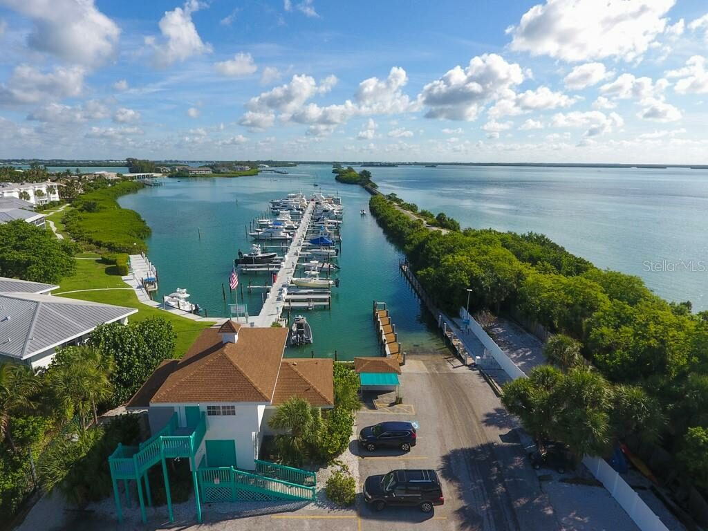 Uncle Henry's Marina boat slips