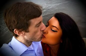 Malia Johnson and Michael Johnson McLean Virginia Selfie Kiss Picture