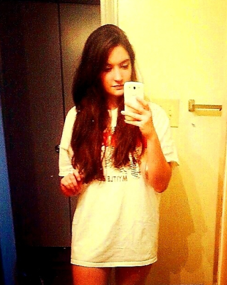 Malia Wearing MJs Old Hooters T-shirt Sexy Mirror Selfie