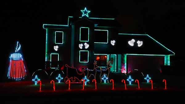 Troon Goon Christmas Lightshow candle theme