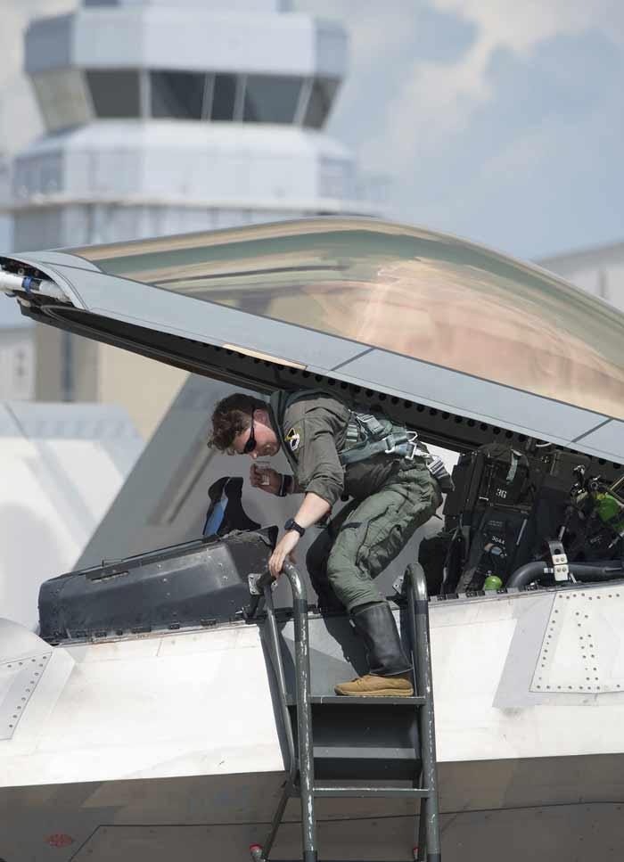 eglin air force base raptors depart ahead of storm