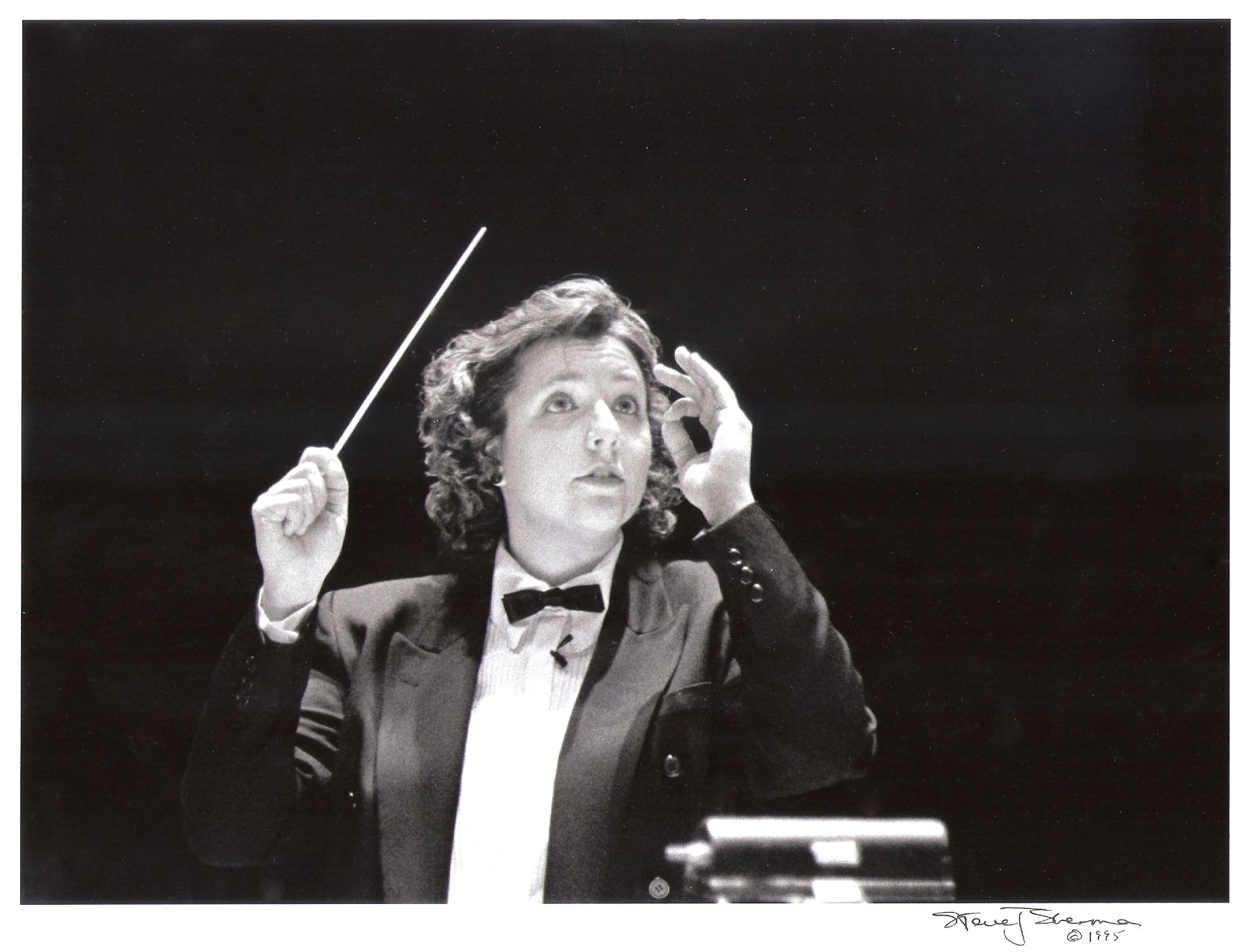 Nyela Basney, conductor
