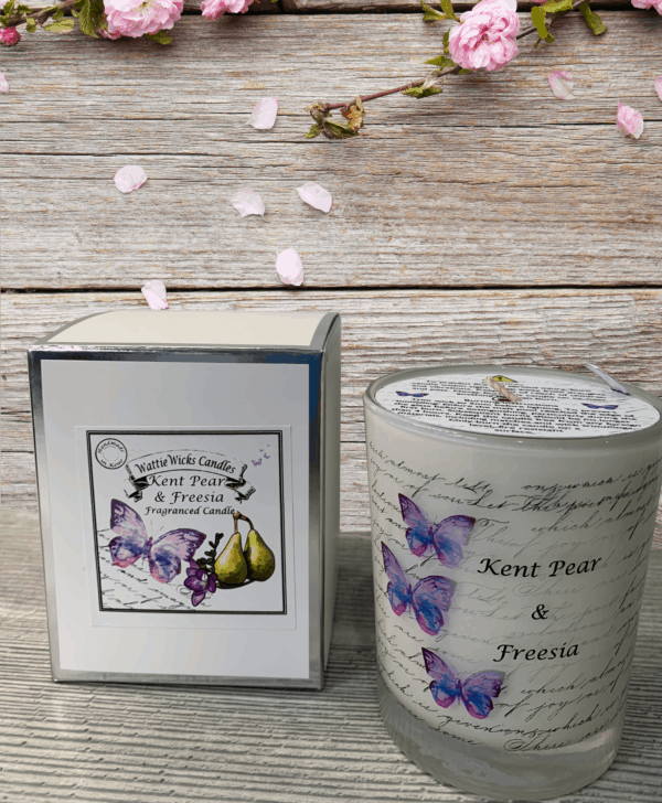 Kent pear and freesia scented candle