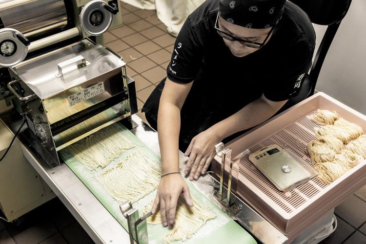 handmade ramen noodle machine