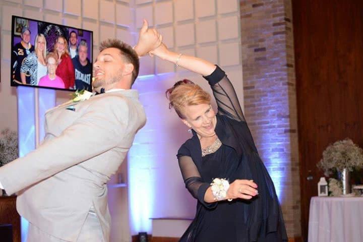 Binghamton-NY-Wedding-DJ-Multmedia-Dance