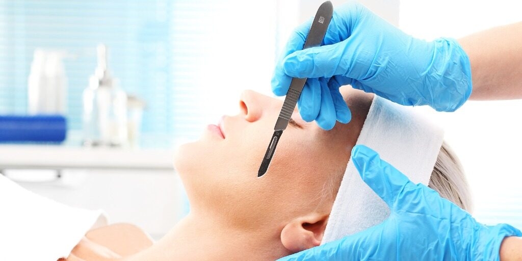 women getting dermaplane facial dermaplaning in montreal