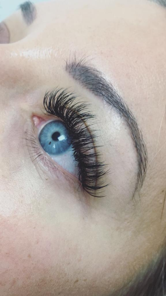 eyelash extention in montreal training available for russian volume lashes