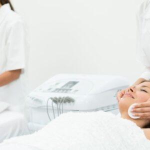 cours de formation en soins de la peau école d'esthéticienne