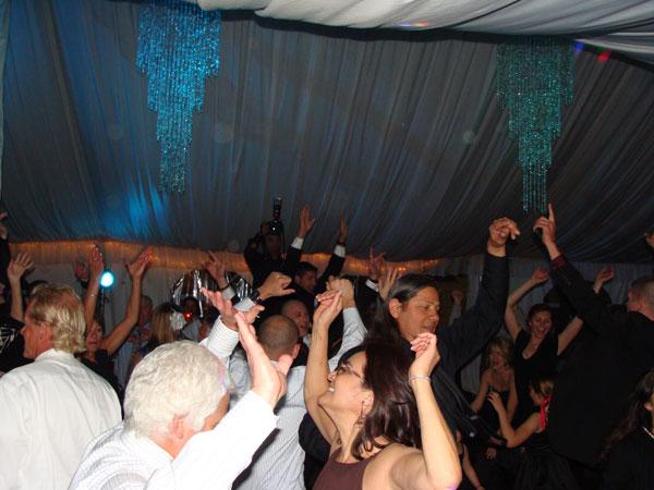 twin-oaks-house-weddings-reception-my-djs-dancing-2