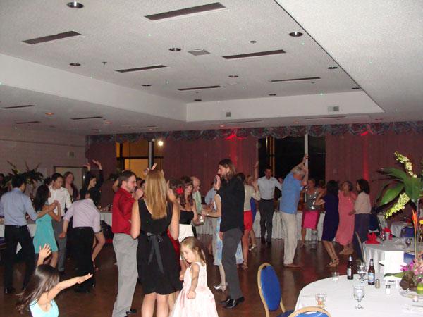 Island-Club-Wedding-Reception-MY-DJs-Dancing
