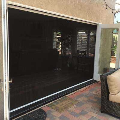 ZigZag Retractable Screens Cover Large Openings with a Single Screen