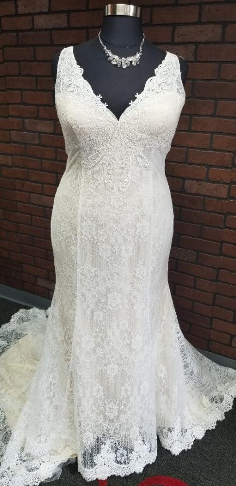 4 New Plus Size VNeck Wedding Dresses