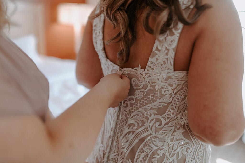 zipping up plus size lace wedding dress