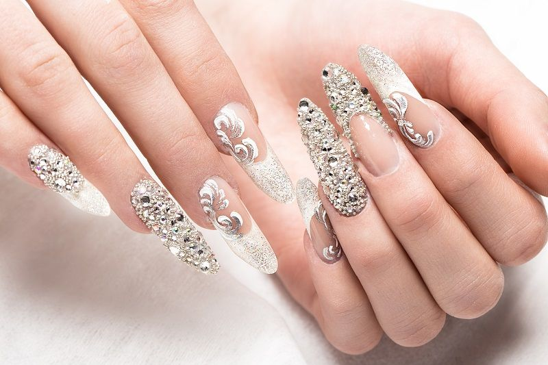 Beautifil-wedding-manicure-for-the-bride-in-gentle-tones-with-cm